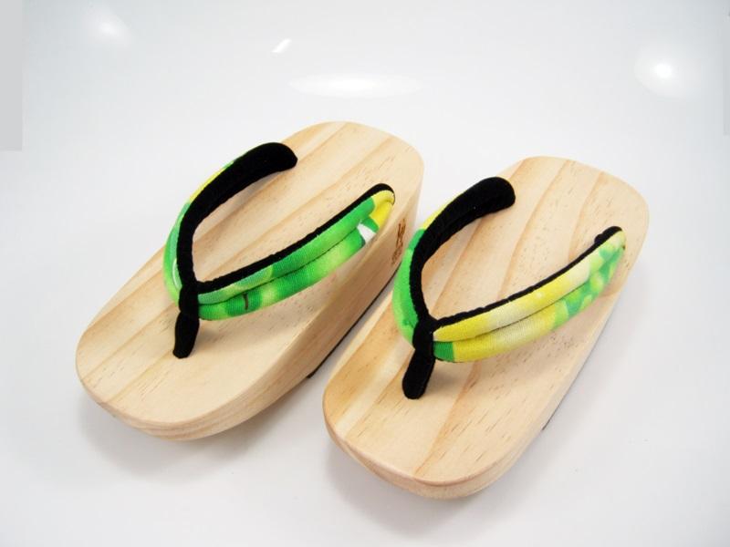 Fit Geta-08 รองเท้าเกี๊ยะไม้ธรรมชาติ เชือกเหลืองเขียวลายดอกไม้
