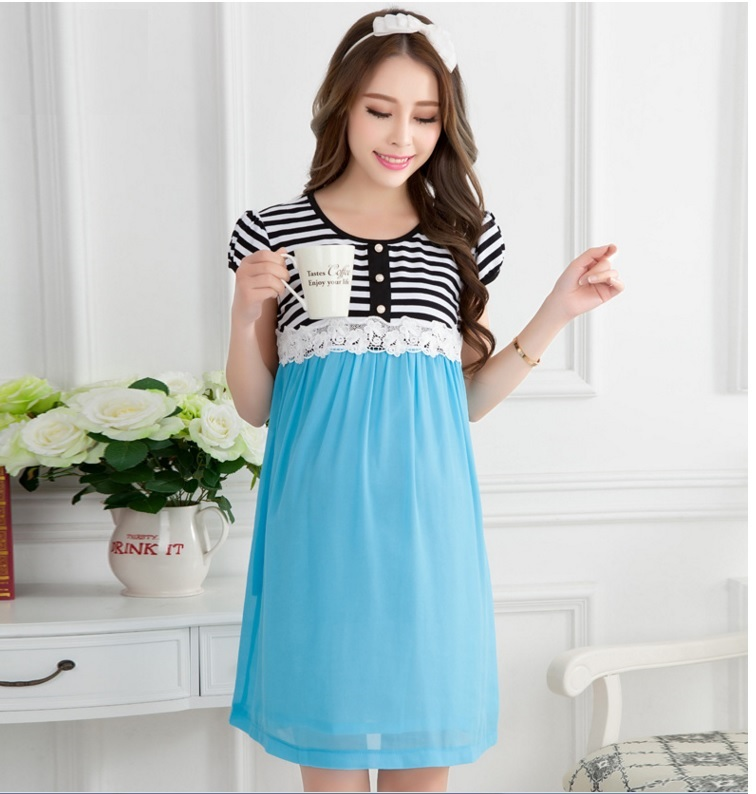 ชุดคลุมท้อง สีฟ้า ตัวเสื้อเป็นผ้าคอตตอน กระโปรงเป็นผ้าฝ้ายสีฟ้า เนื้อผ้าใส่สบายไม่อึดอัด