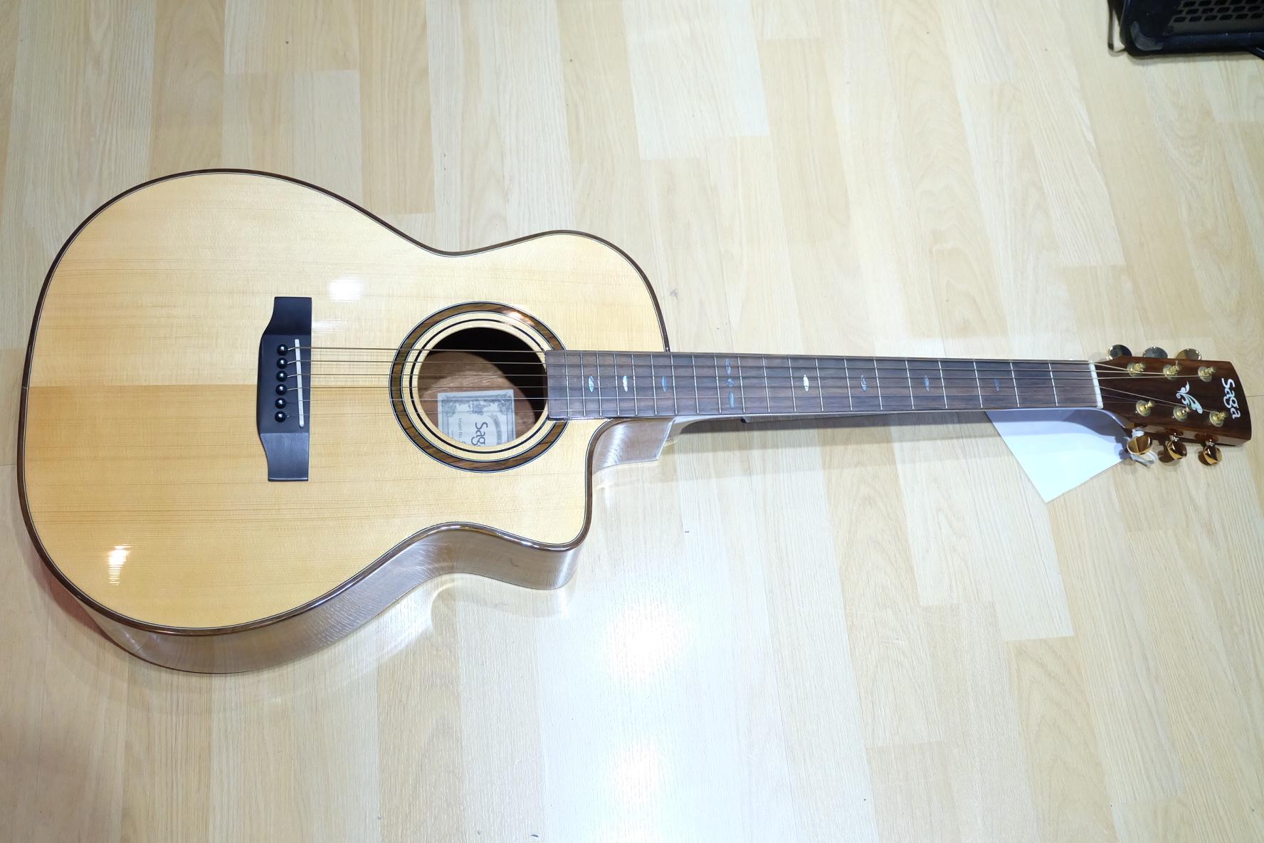 กีต้าร์โปร่ง SAGA OM-68C