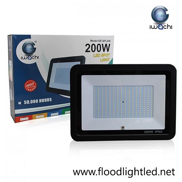 สปอร์ตไลท์ LED 200w รุ่นบาง ยี่ห้อ Iwachi (แสงขาว)