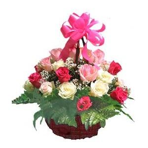 กระเช้ากุหลาบวาเลนไทน์คละสีชมพู บานเย็น ขาวรวม 30 ดอก
