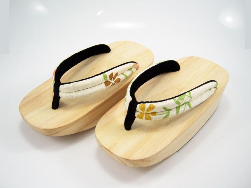 Fit Geta-10 รองเท้าเกี๊ยะไม้ธรรมชาติ เชือกขาวลายดอกไม้