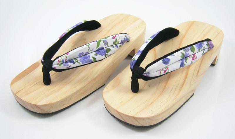 New Geta-04 รองเท้าเกี๊ยะทรงเตี๊ย ไม้ธรรมชาติ เชือกขาวดอกไม้ม่วง