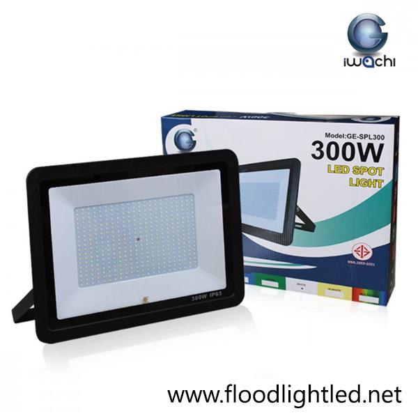 สปอร์ตไลท์ LED 300w รุ่นบาง ยี่ห้อ Iwachi (แสงขาว)