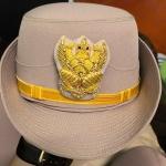 หมวกหม้อตาลหญิงสีกากี หน้าครุฑ (พร้อมซองหมวก)