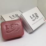 LED Whitening Soap Plus Acerola Cherry สูตรใหม่ขาวไวกว่าเดิม สูตรใหม่ขาวไวกว่าเดิม คนดำต้องลอง !! สูตรเร่งด่วนฟื้นบำรุงผิว เพื่อความกระจ่างสดใสในทันที 3 ก้อน