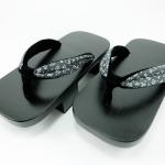 Geta-03 รองเท้าเกี๊ยะไม้ดำเชือกลายดอกไม้สีดำ