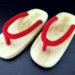 SUGOI-02 รองเท้าเกี๊ยะไม้ธรรมชาติเชือกแดง