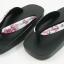 New Geta-09 รองเท้าเกี๊ยะทรงเตี๊ย ไม้สีดำ เชือกขาวดอกไม้ชมพู thumbnail 1