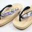 New Geta-04 รองเท้าเกี๊ยะทรงเตี๊ย ไม้ธรรมชาติ เชือกขาวดอกไม้ม่วง thumbnail 1